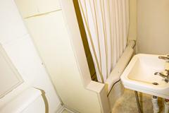 927s11apt7bathroom1
